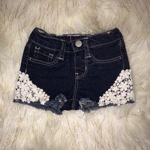Okie Dokie lace accent jean shorts   size 3 M